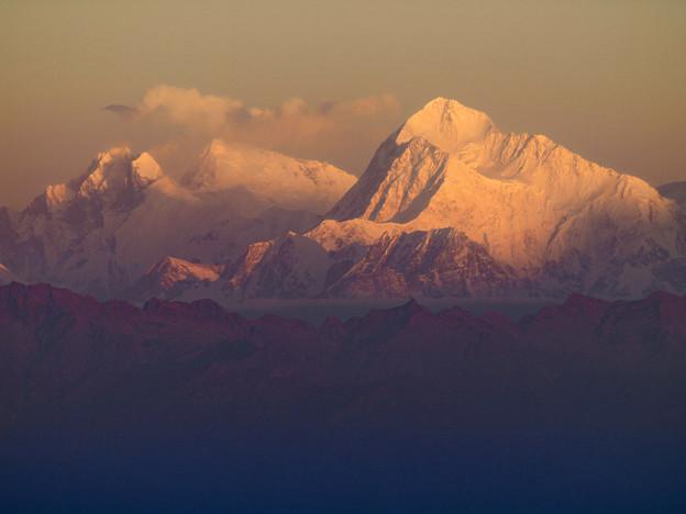 写真: 42.夜明けのマカルー、エベレスト、ローツェ