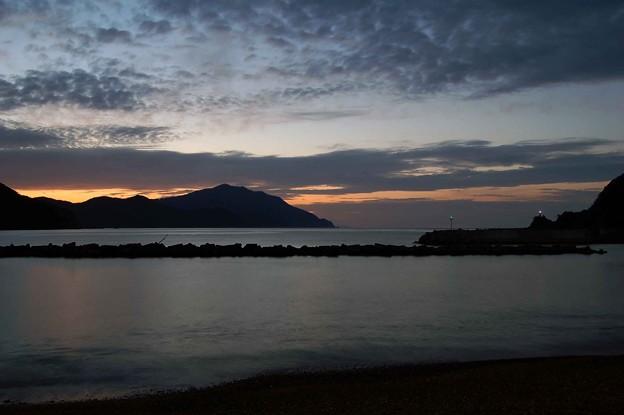 日の入り後の若狭湾