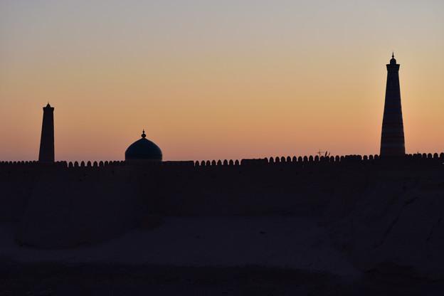 ヒヴァ 朝の城壁