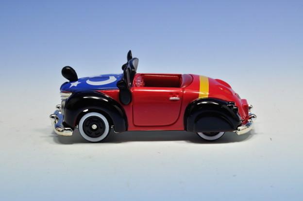 タカラトミー_トミカ-TOKYO DISNEY RESORT Vehicle Collection ミッキーのロードスター(ファンタジア)_003