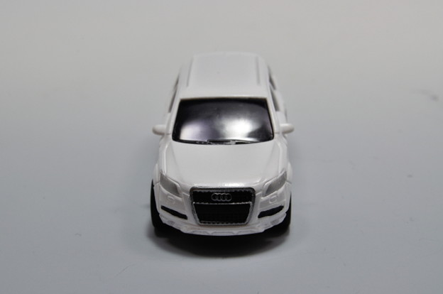 ダイドー-KYOSHO_SUV DREAM COLLECTION BIG PULLBACK MODELA Audi Q7_004