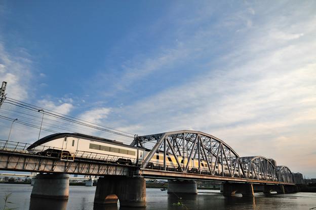 京成線堀切橋スカイライナー