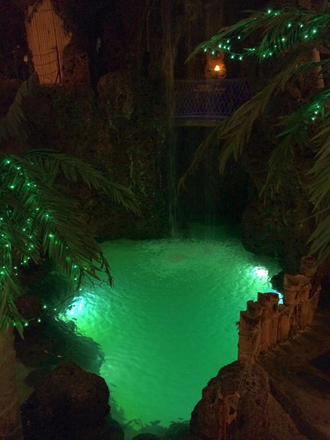 エメラルドの池