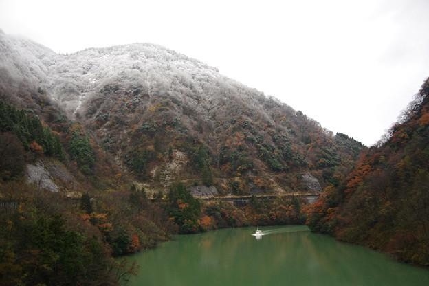 庄川峡湖上遊覧船がやってきた