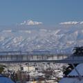 写真: 北陸自動車道と剱岳とANA機2/3