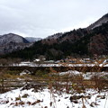 河原と対岸の雪化粧