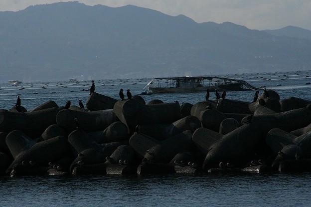 漁網を乗せた漁船
