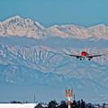 写真: 雪山の向こう側から