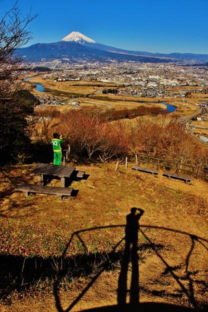 写真: 富士に立つ影