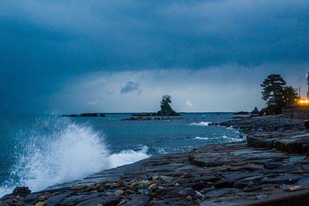 写真: 雨晴海岸