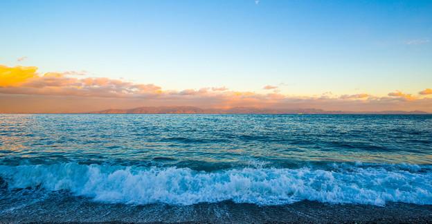 三保海岸の波