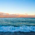 写真: 三保海岸の波