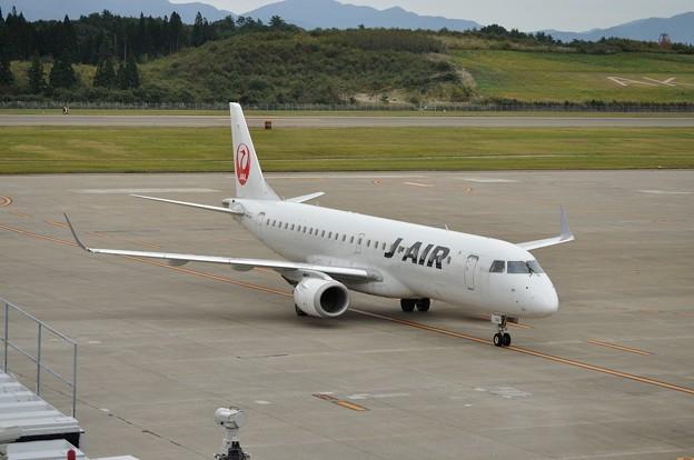 ERJ-190 秋田空港 17-10-06 15-15