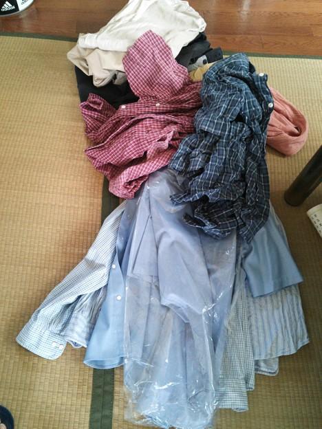 服はユニクロへ、リサイクルするそうです。