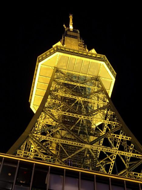 写真: 下から見上げた名古屋テレビ塔のイルミネーション - 1