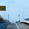 写真: 東名高速:一定間隔で並ぶ照明 - 2