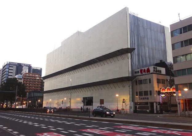 写真: 建て替え工事中の御園座(2015年1月)