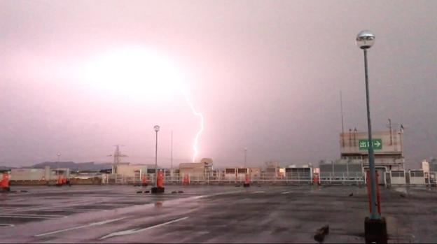 イオン小牧店屋上駐車場から撮影したスーパーセルの雷(2017年8月22日) - 52