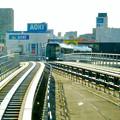杁ヶ池公園駅手前のカーブを曲がるリニモ - 1