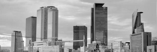 Twitterヘッダー画像:グローバルゲートから見た名駅ビル群(モノクロ) - 1