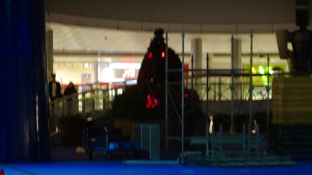 オアシス21:イベント撤収作業中の光景と赤く目を光らせる恐竜像 - 3