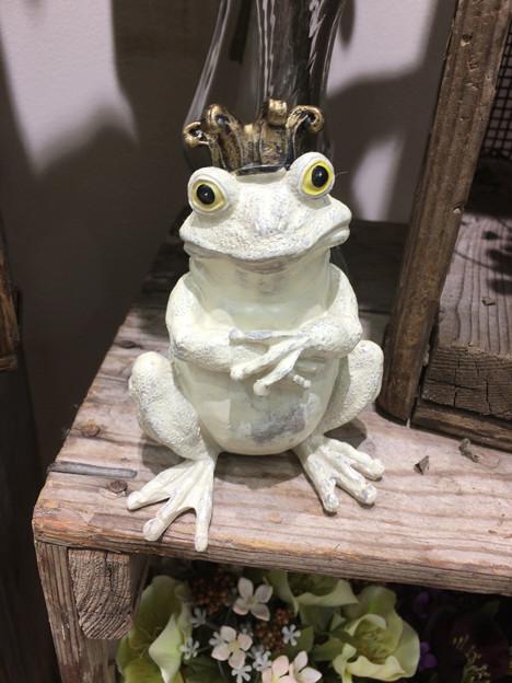 可愛らしいカエルの王様(?)の像