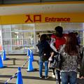 写真: オープン1ヶ月後でも大勢の人で賑わう「IKEA長久手」 - 11:人多過ぎて(?)、入口前で入場制限も…