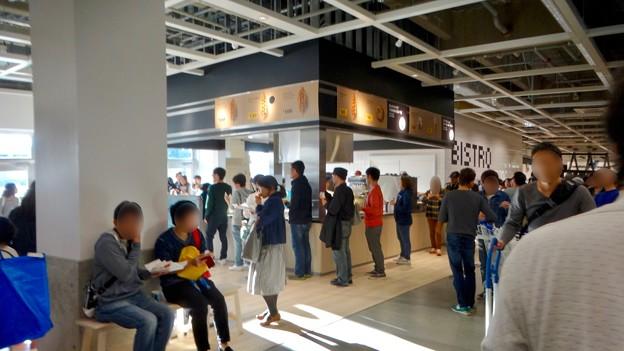 オープン1ヶ月後でも大勢の人で賑わう「IKEA長久手」 - 20:1階のカフェ