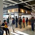 写真: オープン1ヶ月後でも大勢の人で賑わう「IKEA長久手」 - 20:1階のカフェ