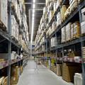 写真: オープン1ヶ月後でも大勢の人で賑わう「IKEA長久手」 - 32:巨大な棚がある1階の倉庫兼ショールーム