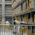 写真: オープン1ヶ月後でも大勢の人で賑わう「IKEA長久手」 - 33:巨大な棚がある1階の倉庫兼ショールーム