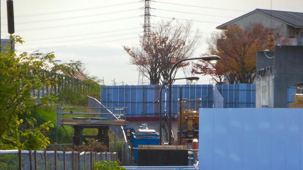 桃花台線の歩道上高架撤去工事(2017年11月17日):歩道上の高架の撤去が完了 - 2
