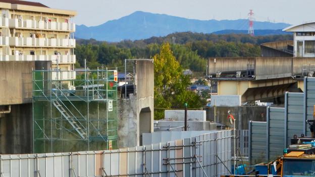 桃花台線の歩道上高架撤去工事(2017年11月17日):歩道上の高架の撤去が完了 - 4