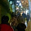 Photos: 星が丘テラスから東山動植物園へと通じる道を歩く沢山の人たち