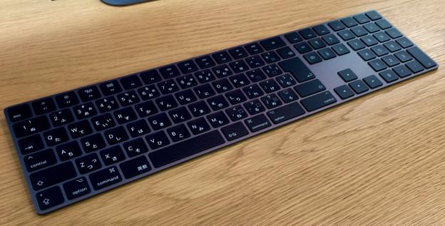 Appleストア名古屋栄に展示されてた「iMac Pro」 - 6:黒いMagic Keyboard