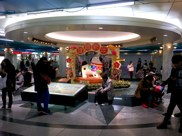 クリスタル広場:戌年にちなんだ犬の置き物は「古代犬」!? - 5