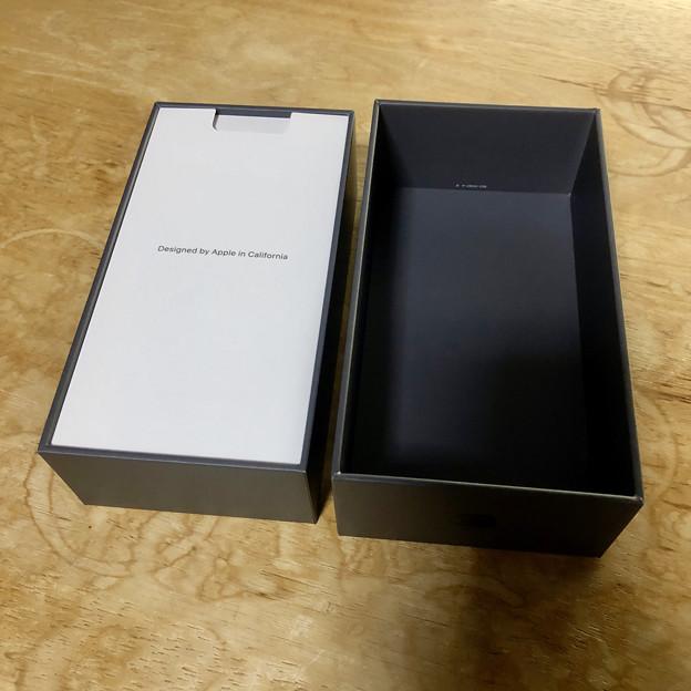 iPhone 8の箱と内容物 - 2