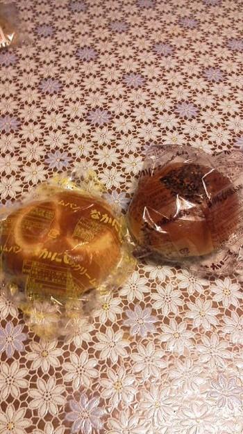 Photos: 今日の葬儀で振る舞われた菓子パン。そうです、島根東部と鳥取西部で...