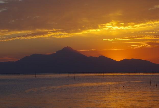 残照の普賢岳と有明海