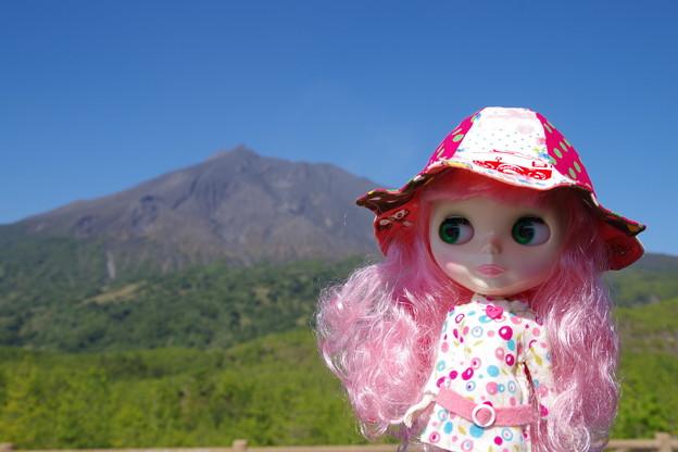 有村溶岩展望所でブライスを撮る