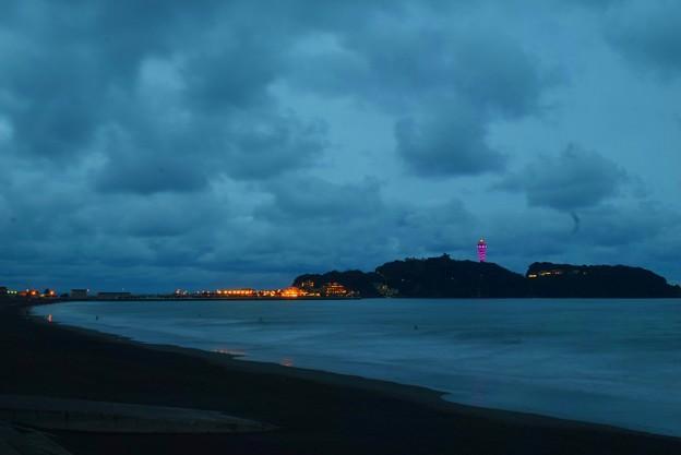 写真: 夕闇迫る江ノ島 #湘南 #藤沢 #海 #波 #wave #surfing #mysky