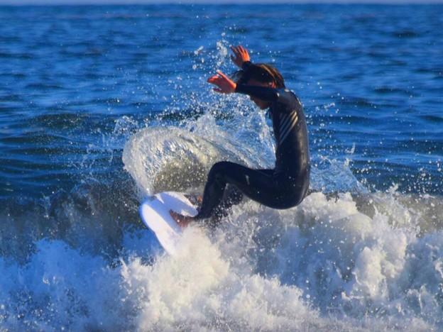 夕方の湘南・鵠沼海岸の波はももサイズ #湘南 #藤沢 #海 #波 #wave #surfing #mysky