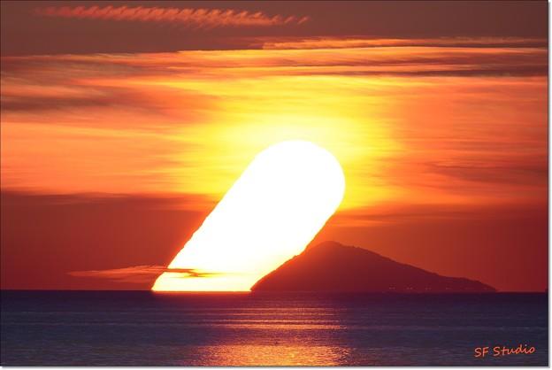 写真: 神島の日之出