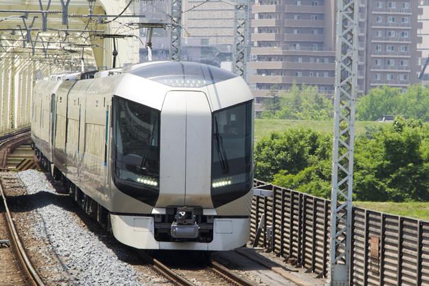 緑の中を走る(東武鉄道500系 507F+50?F) [東武鉄道 小菅駅]
