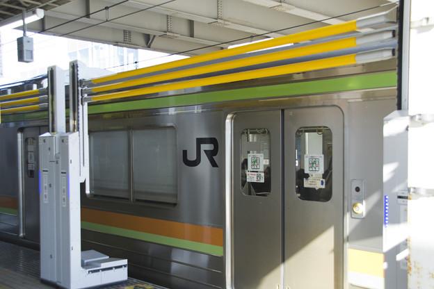 ホームドアとJR205系3000番台 宮ハエ84編成 [JR東日本 拝島駅]