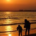 夕日の浜辺