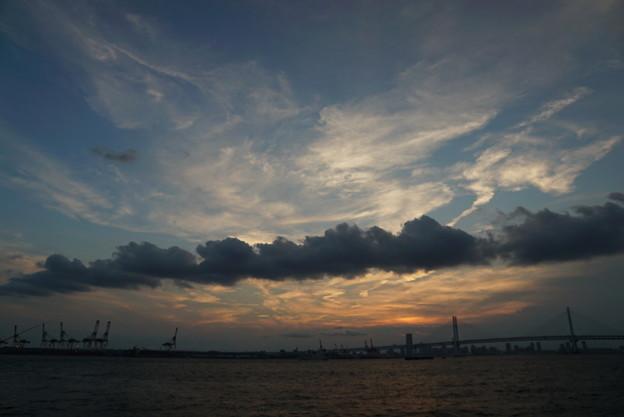 写真: 暗雲