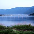 写真: 河口湖與橋