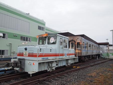機関車による大阪市営地下鉄20系の牽引 緑木検車場03