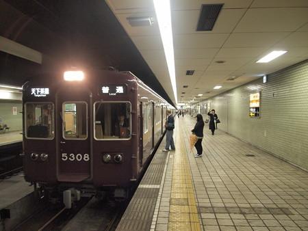 阪急5300系普通 堺筋線日本橋駅02